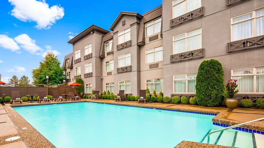 Best Western Plus Pitt Meadows Inn & Suites - Outdoor Pool