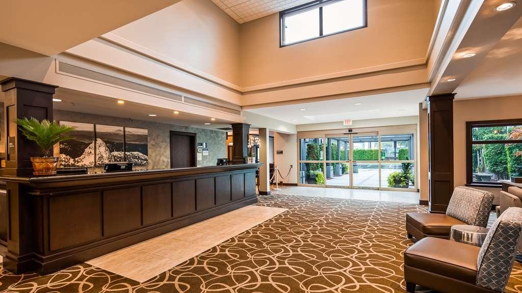 Best Western Plus Pitt Meadows Inn & Suites - Hotel Lobby