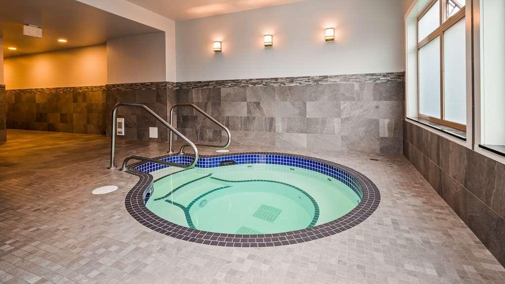 Best Western Plus Pitt Meadows Inn & Suites - Indoor Hot Tub