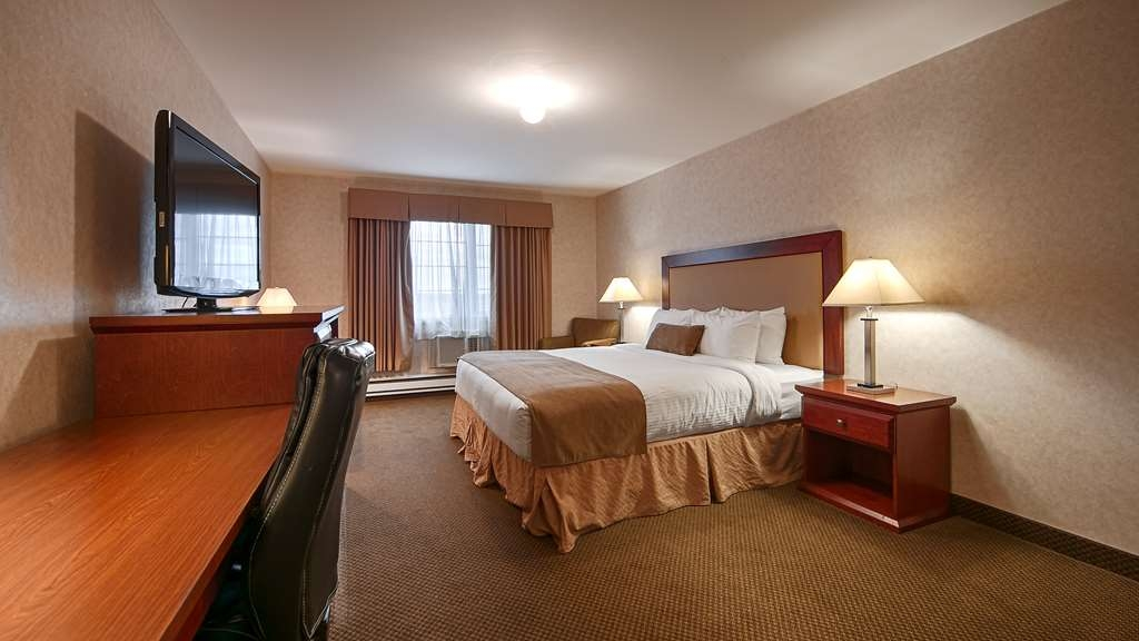 Best Western Gold Rush Inn - Sink into our comfortable beds each night and wake up feeling completely refreshed.