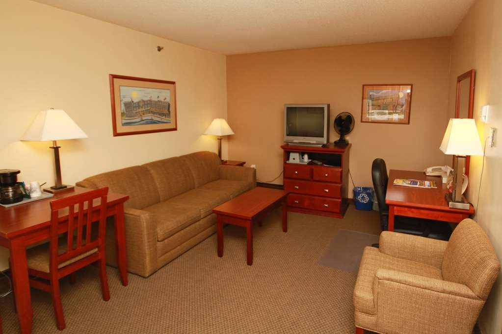 Best Western Gold Rush Inn - Enhance your stay with more space in one of our spacious suites!