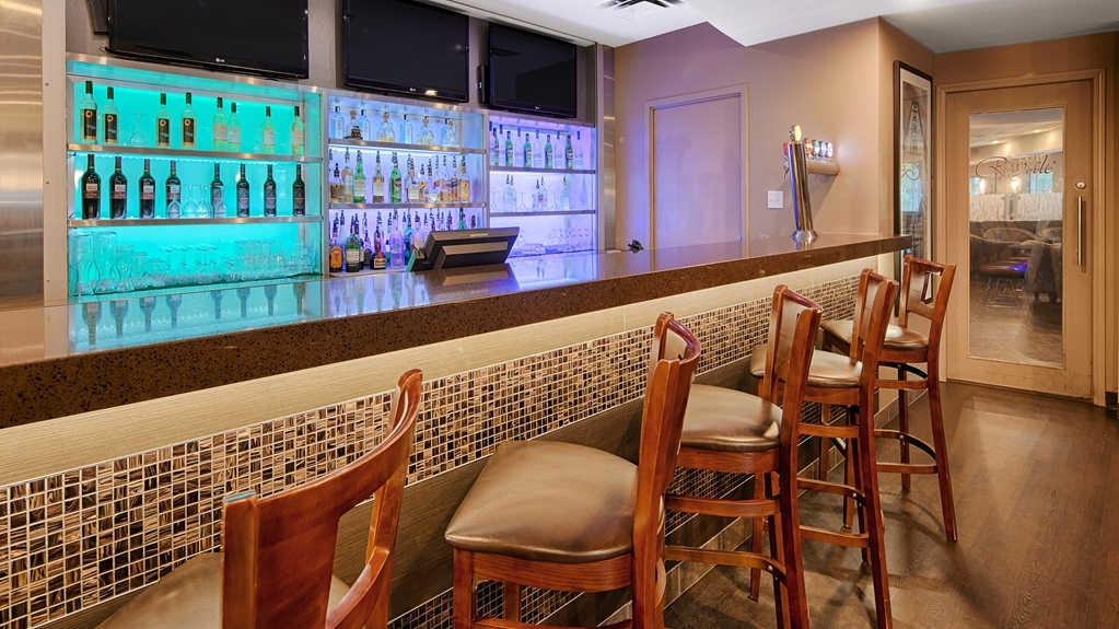 Best Western Plus Downtown Winnipeg - Bar / Lounge