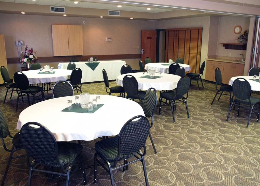Best Western Plus Pembina Inn & Suites - Our meeting room is the ideal setting for corporate events. Call our staff to book today!