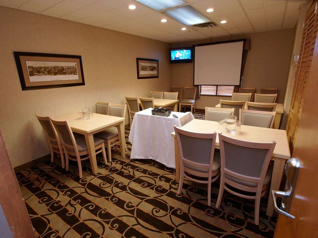 Best Western Plus Pembina Inn & Suites - Our meeting room is perfect for moderate sized gatherings presentations or seminars.