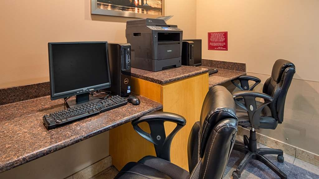 Best Western Plus Pembina Inn & Suites - Stay productive during your time away from home in our business center.