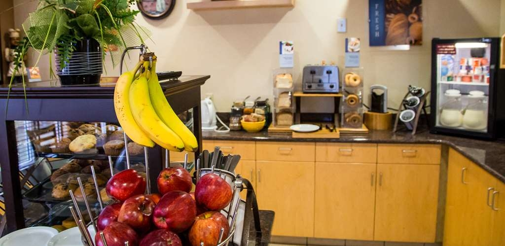 Best Western Plus Pembina Inn & Suites - Desayuno Buffet