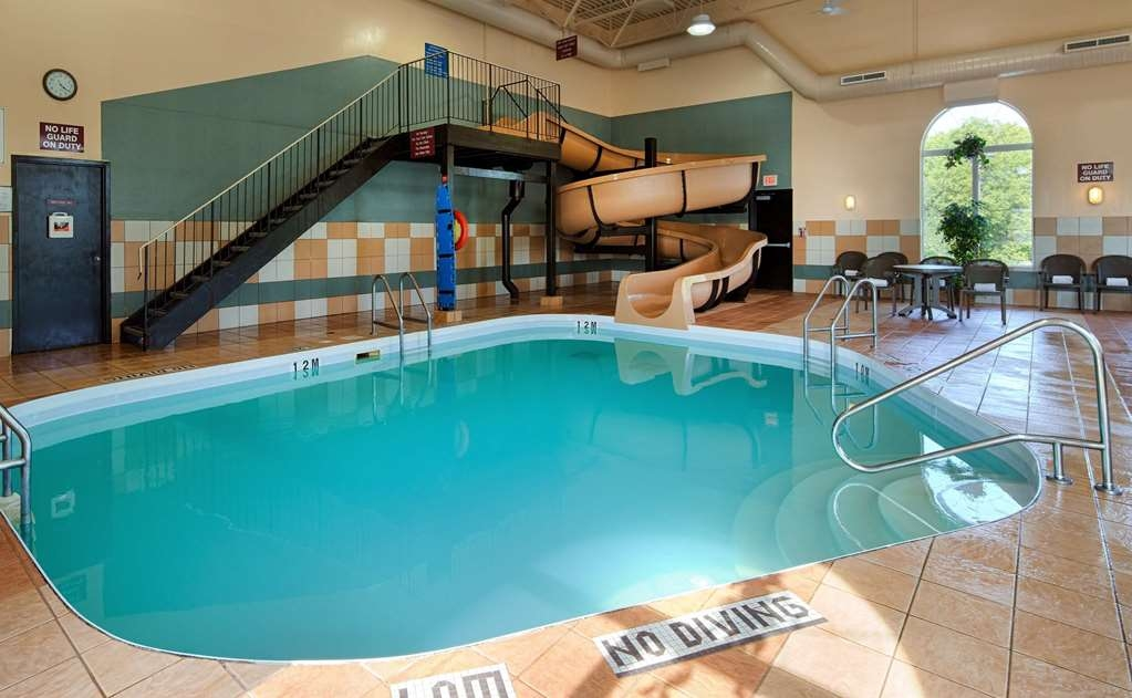 Best Western Plus Pembina Inn & Suites - piscina cubierta