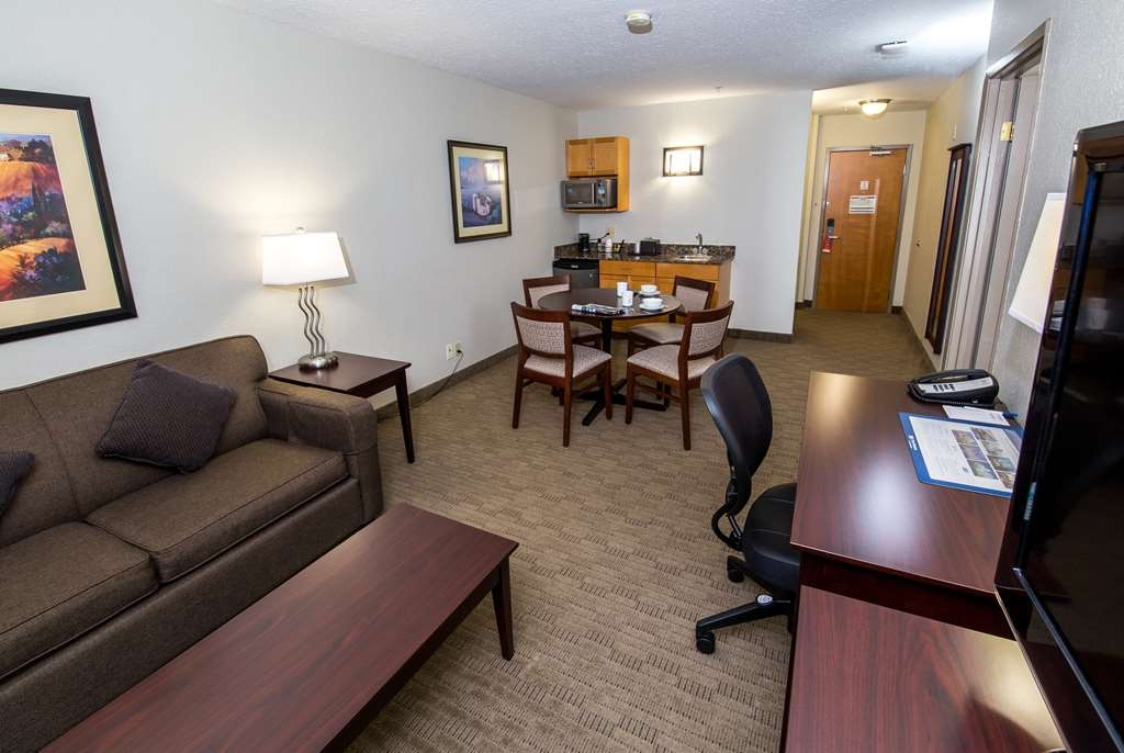 Best Western Plus Pembina Inn & Suites - Suite