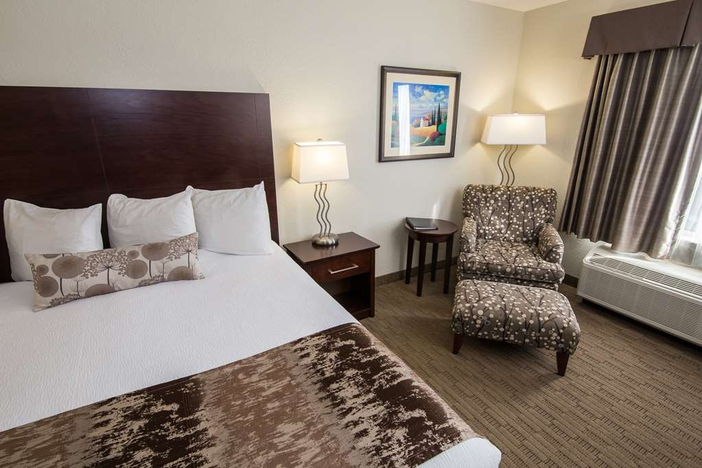 Best Western Plus Pembina Inn & Suites - Indulge yourself in our warm, welcoming and inviting guest room.