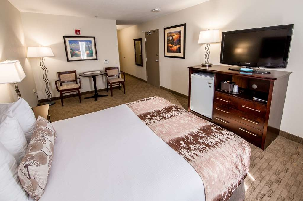 Best Western Plus Pembina Inn & Suites - Our housekeeping staff provides clean linens during your stay and ensures to follow eco friendly practices.