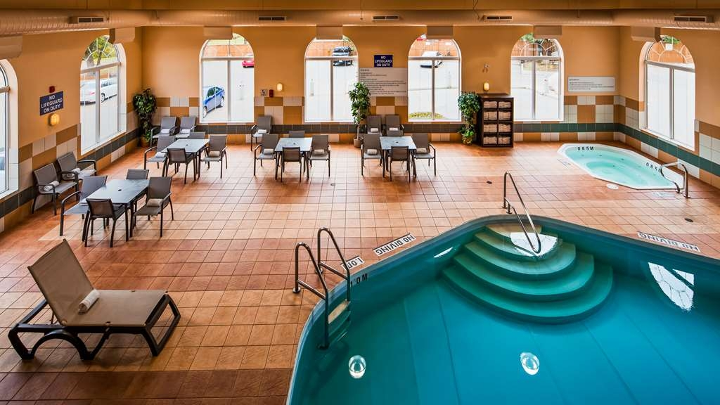 Best Western Plus Pembina Inn & Suites - Vista de la piscina