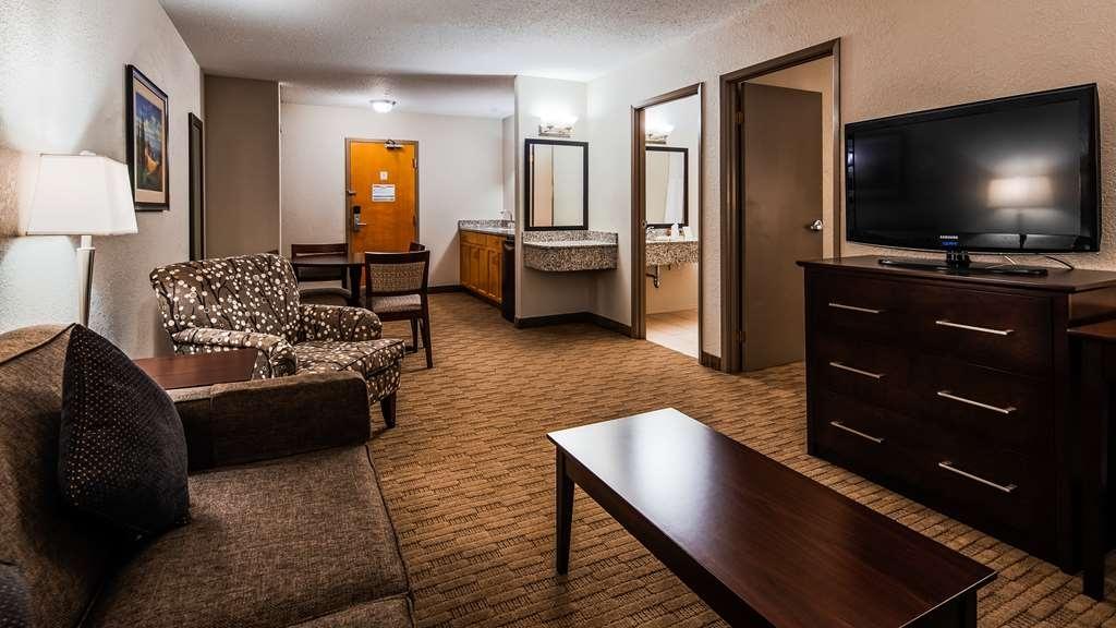 Best Western Plus Pembina Inn & Suites - Suite