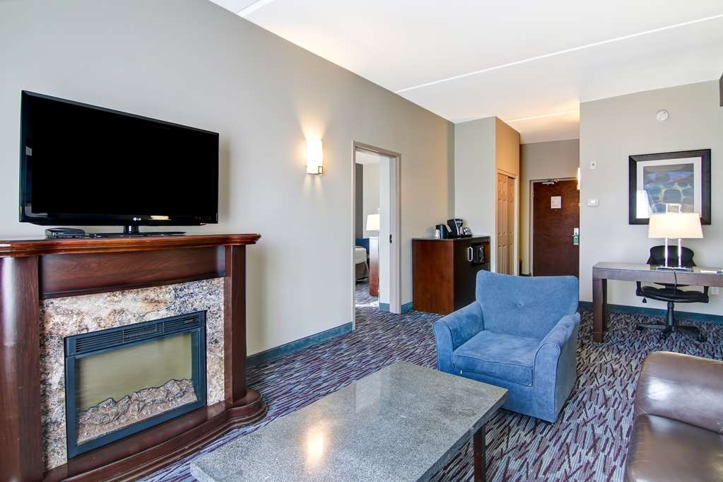Best Western Plus Brandon Inn - If your on a honeymoon for 2 make a reservation for this king suite featuring a fireplace.