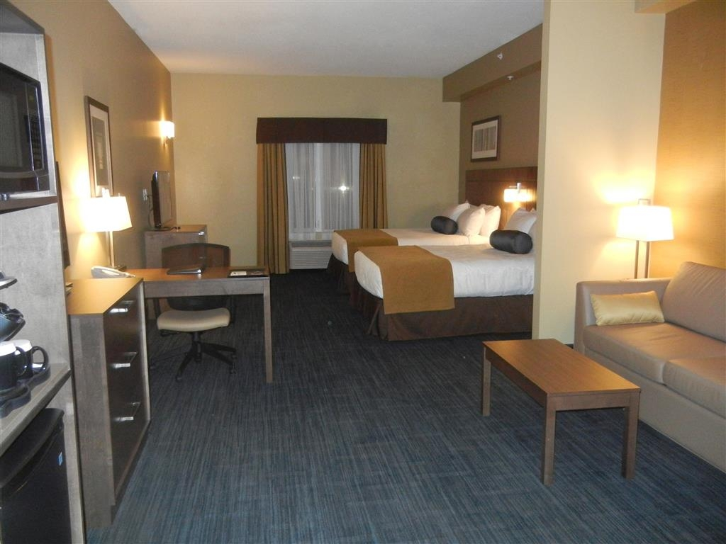 Best Western Plus Winnipeg West - Suite doble con cama de matrimonio grande