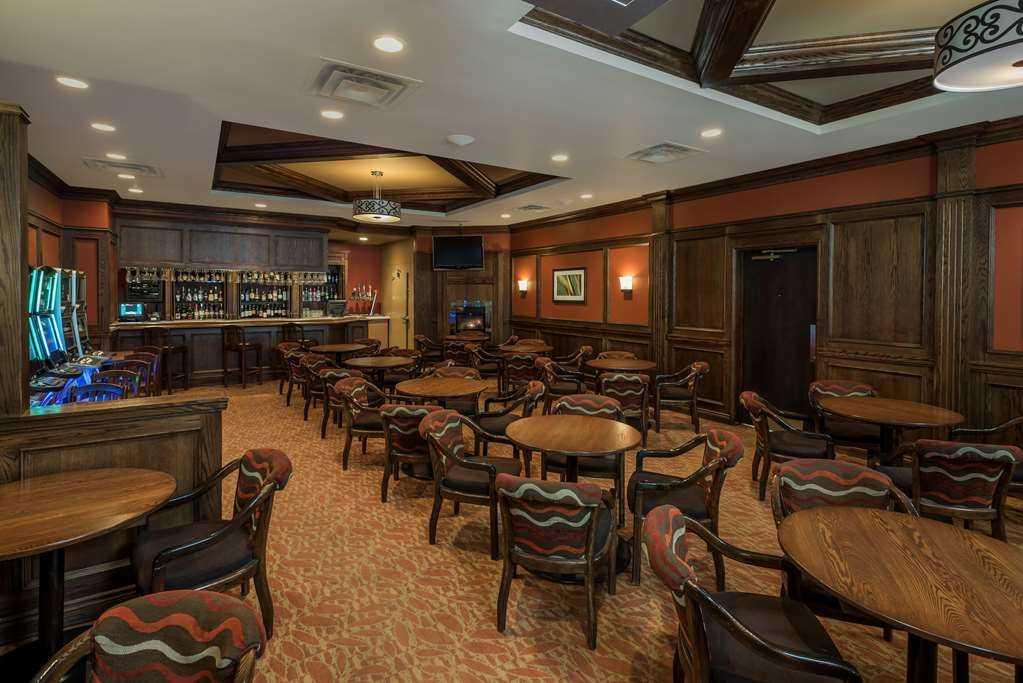 Best Western Plus Winnipeg Airport Hotel - Bar / Lounge