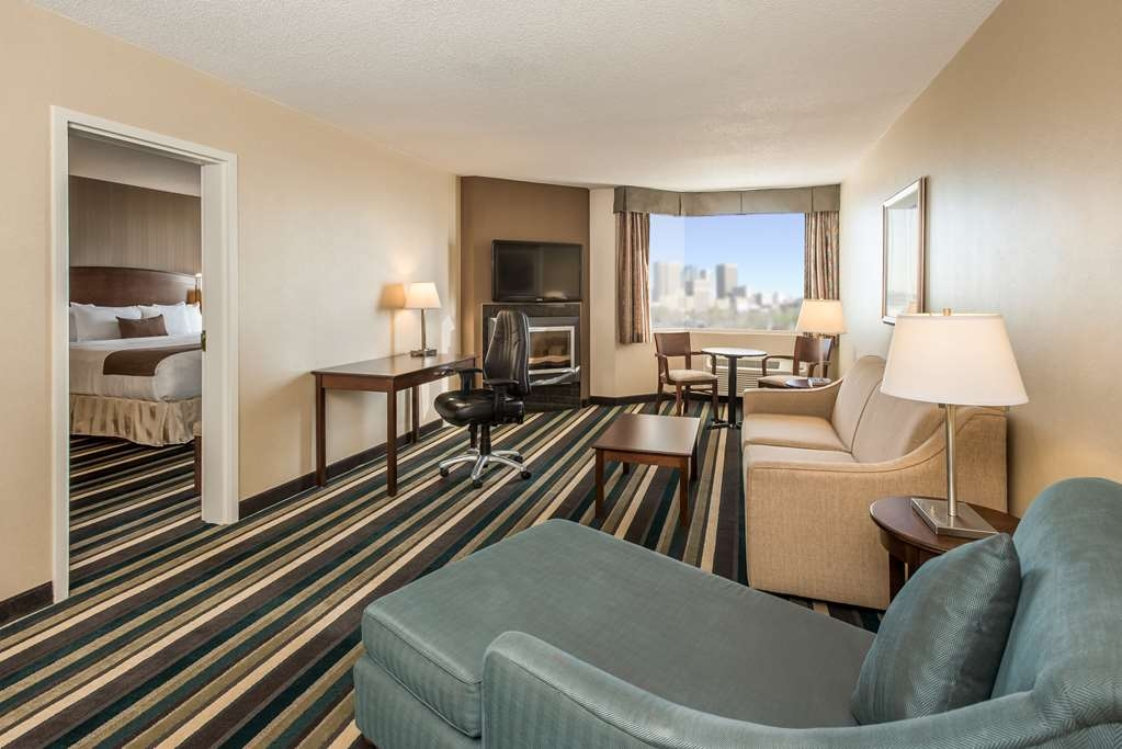 Best Western Plus Winnipeg Airport Hotel - Suite