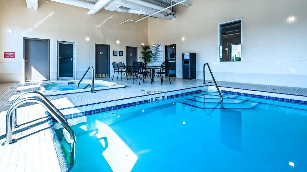 Best Western Plus Winnipeg Airport Hotel - Vista de la piscina
