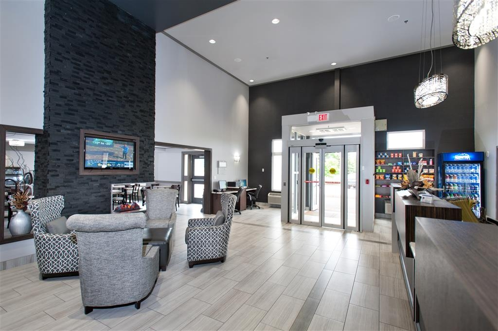 Best Western Plus Moncton - First impressions are the most important, and our chic lobby is no exception to that rule.