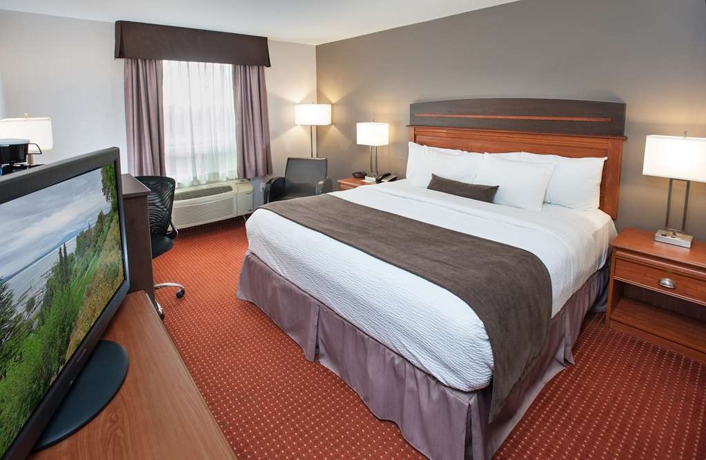 Best Western Plus Moncton - We offer a variety of different king rooms from standard to suites with two rooms or suites with whirlpools.