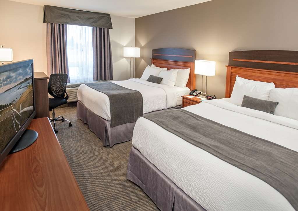 Best Western Plus Moncton - Bring your whole family along and book a double queen bedroom.