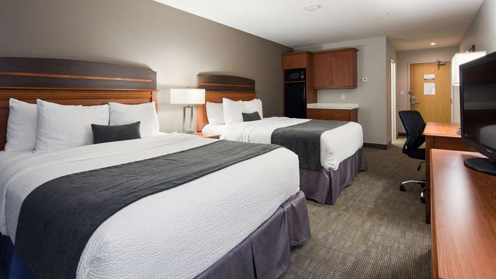 Best Western Plus Moncton - Enjoy this double queen mini suite with your friends and family.