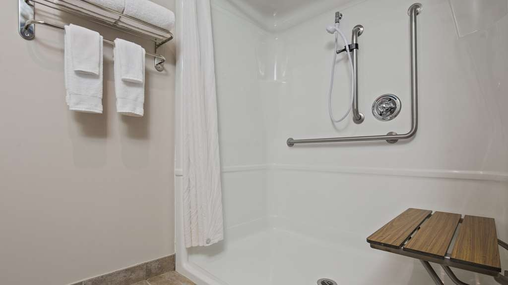 Best Western Plus Moncton - Cool down after a long day in our accessible showers.