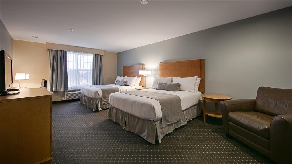 Best Western Plus Woodstock Hotel & Conference Centre - We offer a variety of double queen bedrooms from suites to deluxe to standard.
