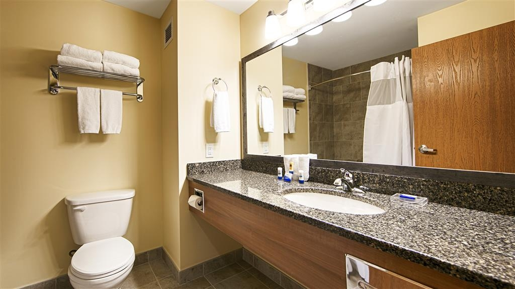 Best Western Plus Woodstock Hotel & Conference Centre - Get ready for a day full of adventure in our guest bathroom featuring granite counter tops.
