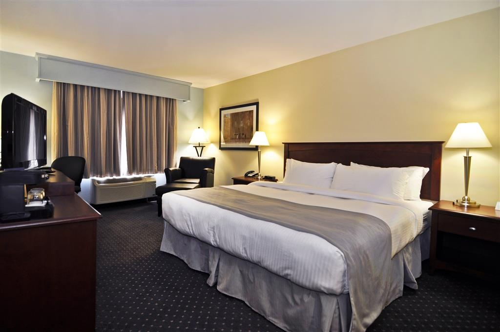 Best Western Plus Woodstock Hotel & Conference Centre - If you're here on business make a reservation for our standard king or premier king rooms.