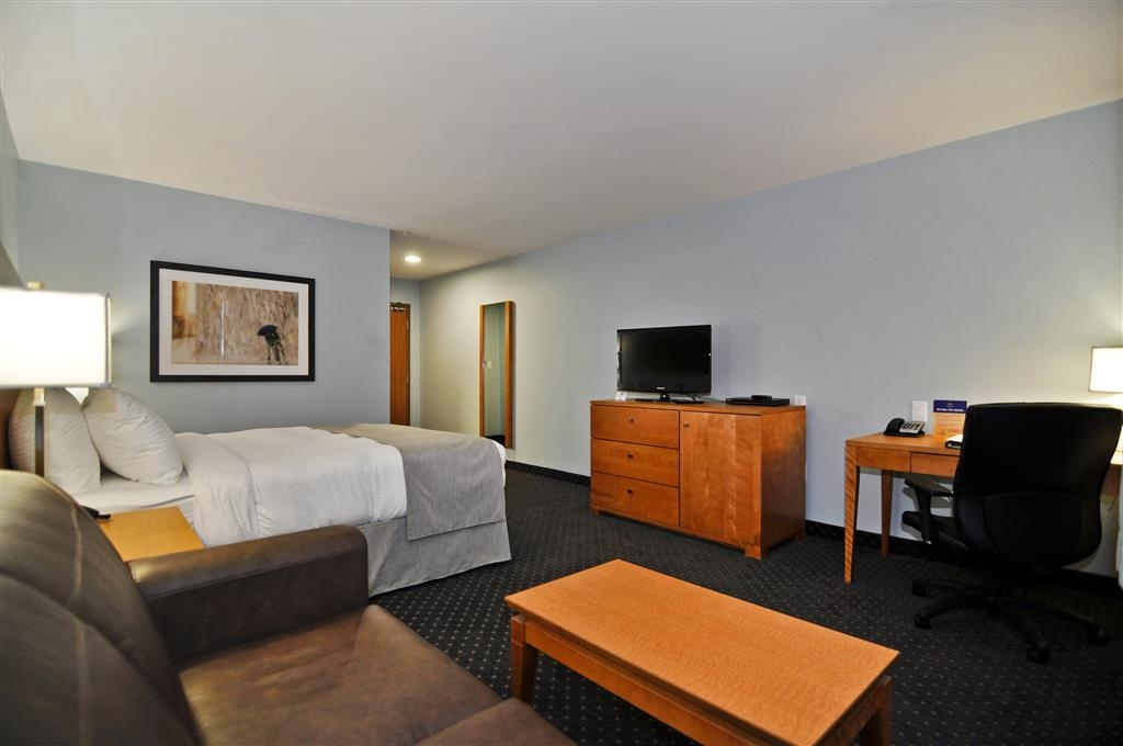 Best Western Plus Woodstock Hotel & Conference Centre - Comfortable rooms with one queen bed and sofa beds available.