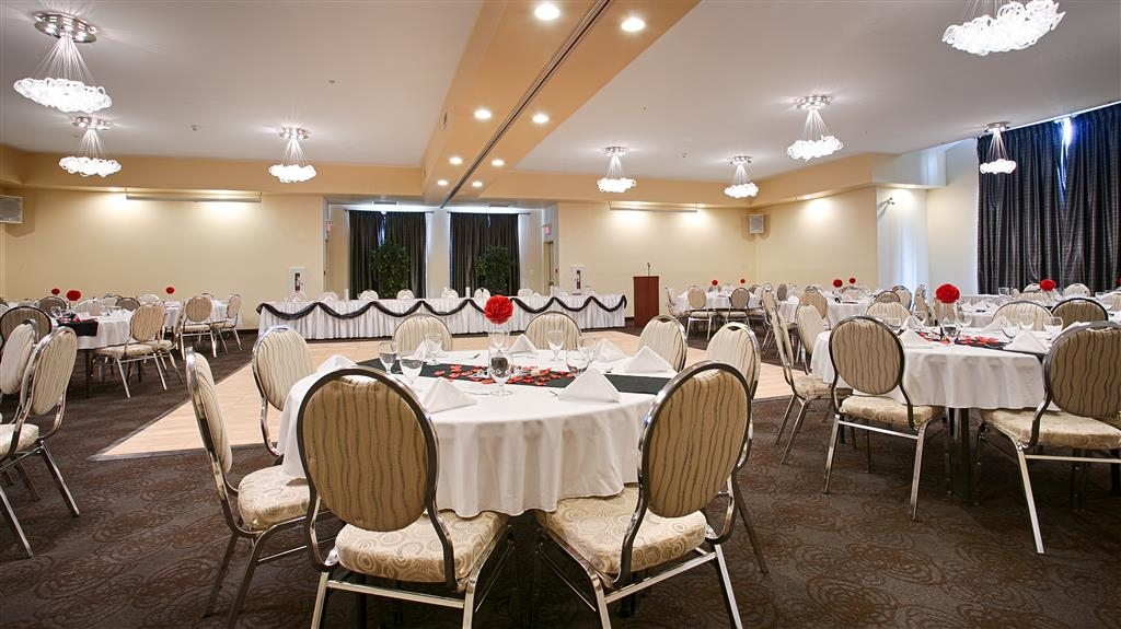 Best Western Plus Woodstock Hotel & Conference Centre - If you're planning a wedding or meeting affair let us cater your event. Call us directly to inquire.