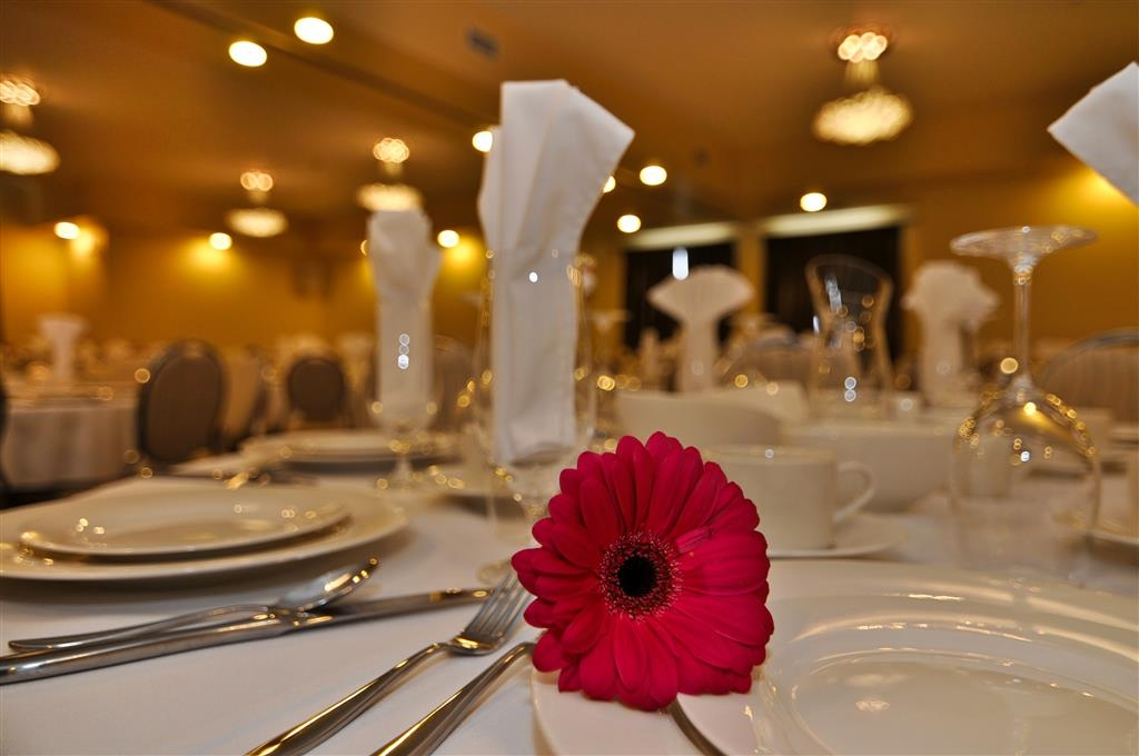 Best Western Plus Woodstock Hotel & Conference Centre - Our Conference Center is great for weddings, receptions and business meetings.