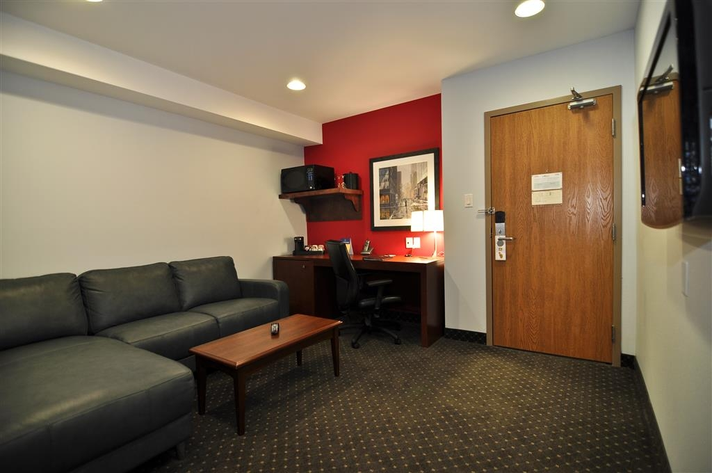 Best Western Plus Woodstock Hotel & Conference Centre - Relax after a long day of travel in our queen junior suite living room.