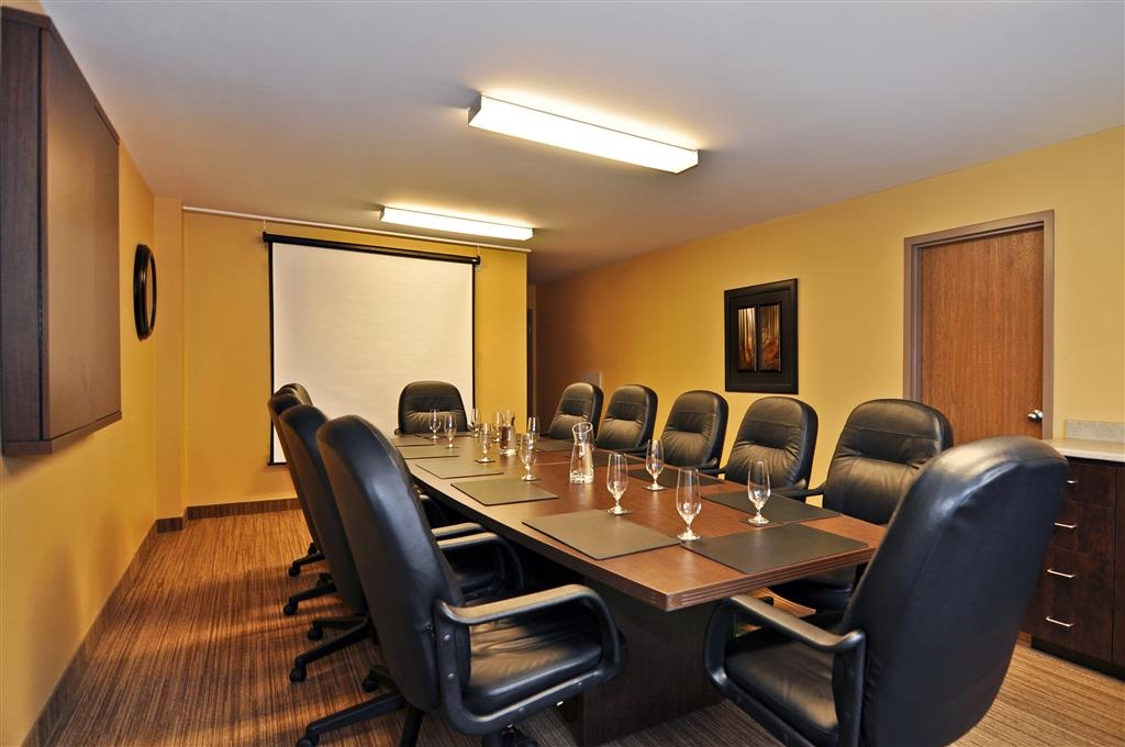 Best Western Plus Woodstock Hotel & Conference Centre - We are waiting your call to book our Prescott Meeting Room.