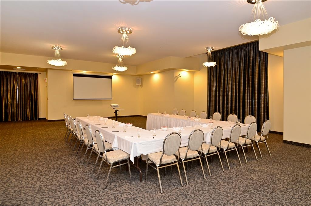 Best Western Plus Woodstock Hotel & Conference Centre - Audio / visual capabilities and catering are available to make your meeting successful.