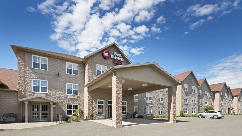 Best Western Plus Woodstock Hotel & Conference Centre - We are awaiting your arrival at the Best Western Plus Woodstock Hotel & Conference Centre.