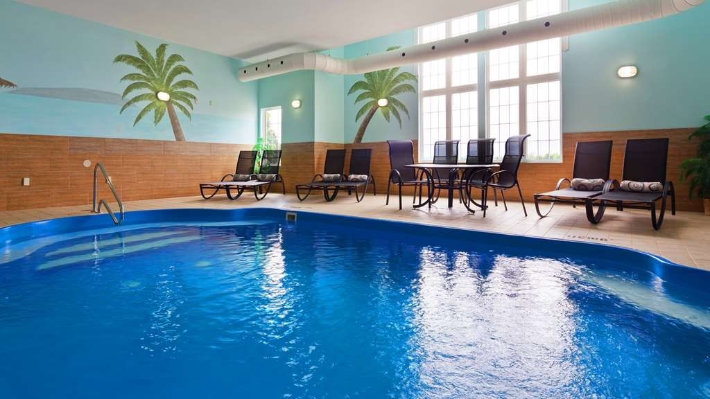 Best Western Plus Woodstock Hotel & Conference Centre - After a long day at work, relax in our indoor heated pool.