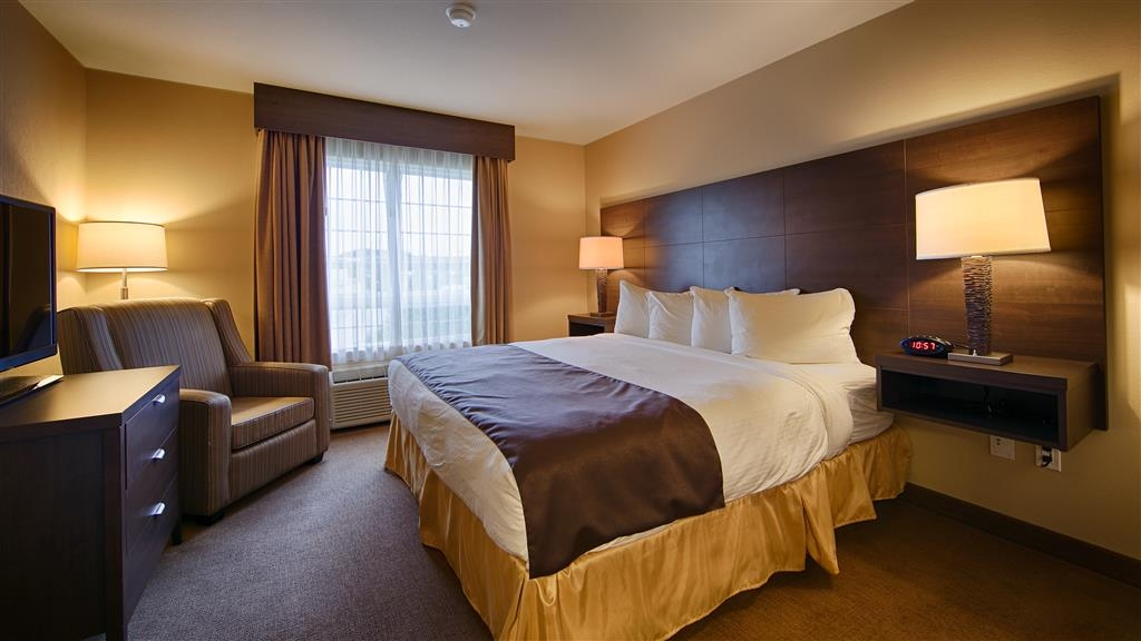 Best Western Plus Saint John Hotel & Suites - All of our King rooms feature a microwave and a mini-fridge under the TV stand.