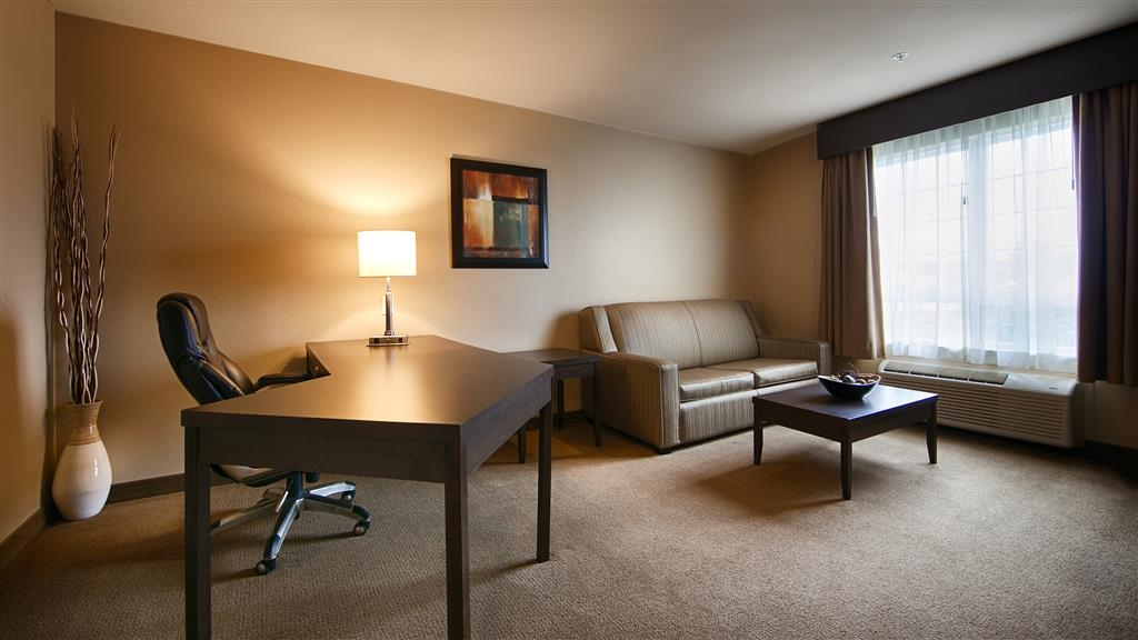 Best Western Plus Saint John Hotel & Suites - Plenty of space for sleeping, eating and working in our King Executive Suite.