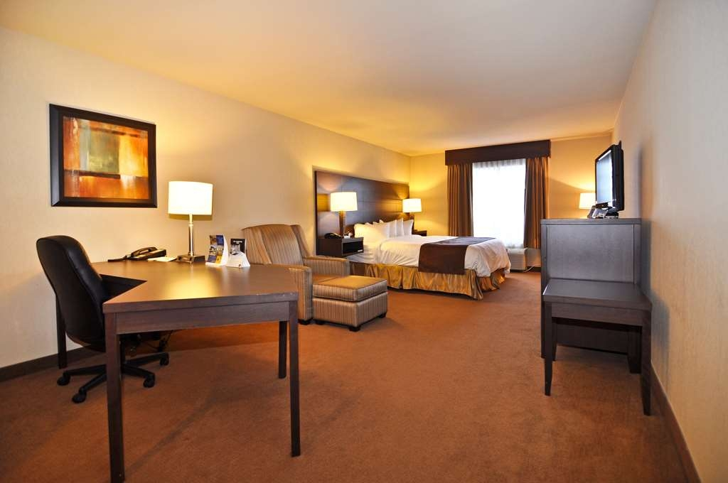 Best Western Plus Saint John Hotel & Suites - Our beautiful King Executive Rooms are our clients' favourite! It features a L-shaped desk with plenty of working space.