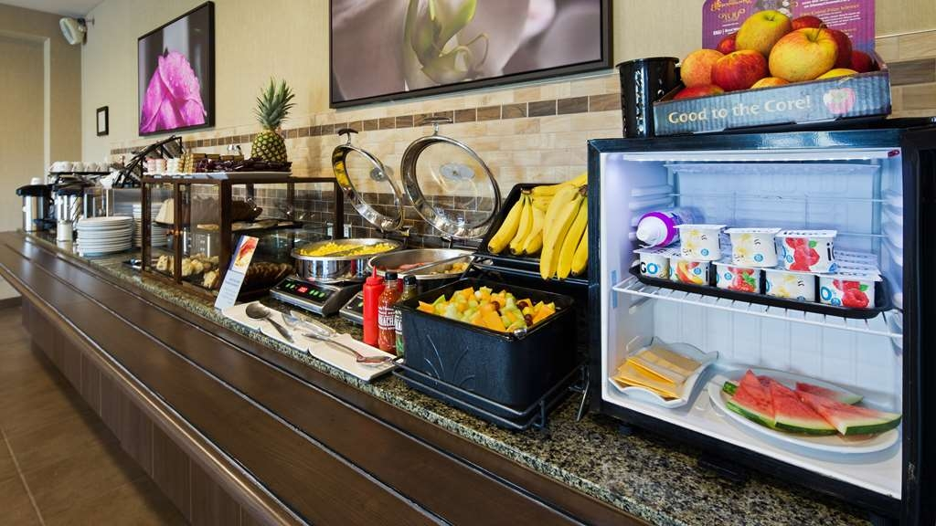 Best Western Plus Saint John Hotel & Suites - Top your yogurt or oatmeal with sliced almonds, walnuts or dried cranberries! Or do you prefer whipped cream and chocolate chips melting on your waffles?