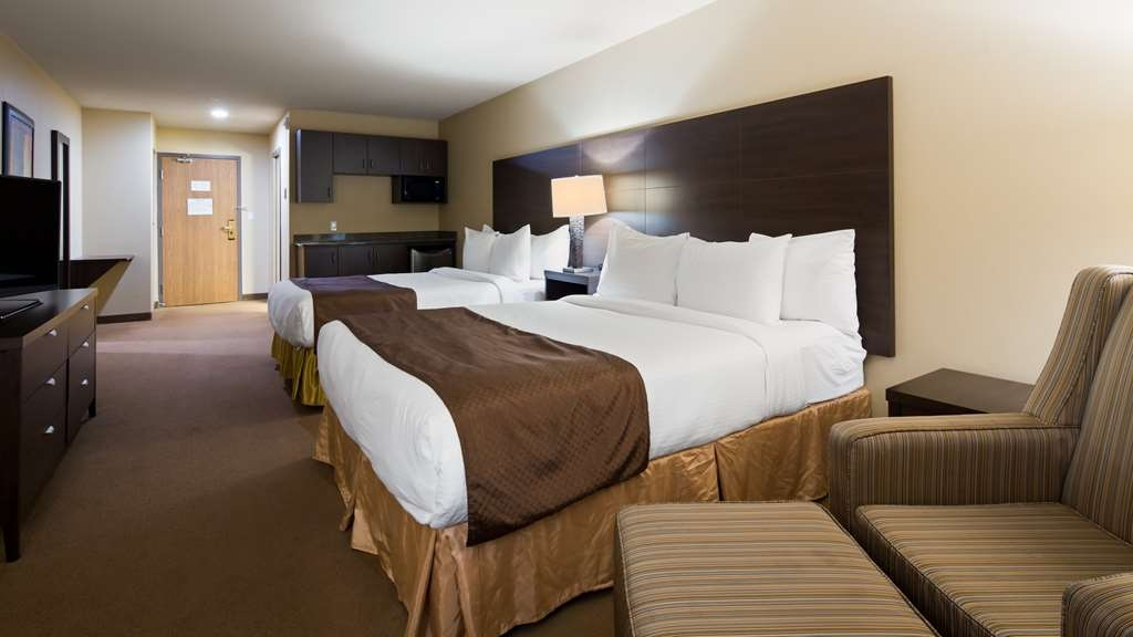 Best Western Plus Saint John Hotel & Suites - We offer a variety of two queen bedrooms from business to rooms with counter tops.