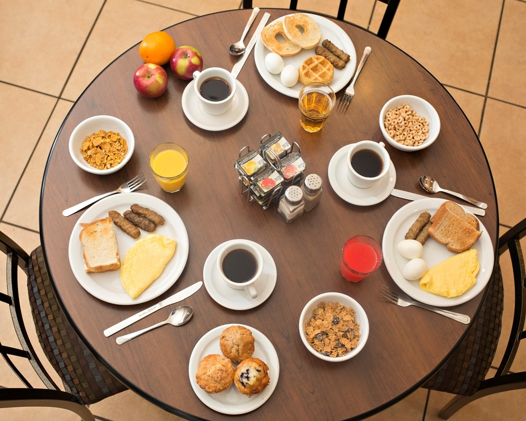 Best Western Plus Fredericton Hotel & Suites - Prima colazione a buffet