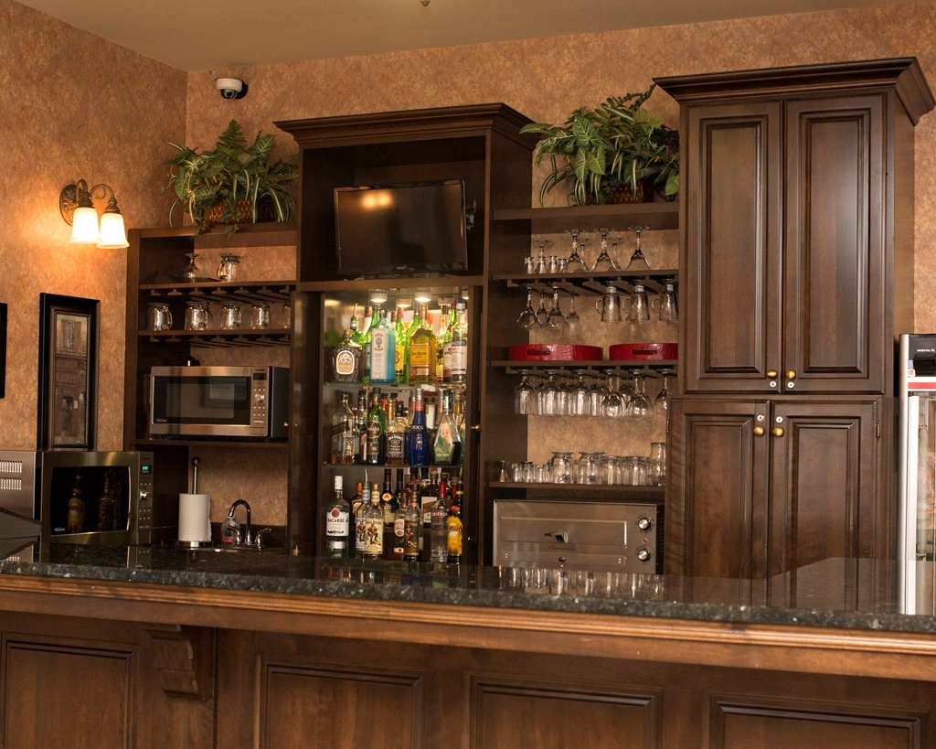 Best Western Plus Fredericton Hotel & Suites - Bar / Lounge