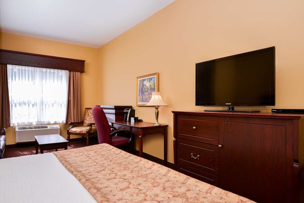 Best Western Plus Fredericton Hotel & Suites - Settle in for the evening and relax in our (adjective) suite living area.