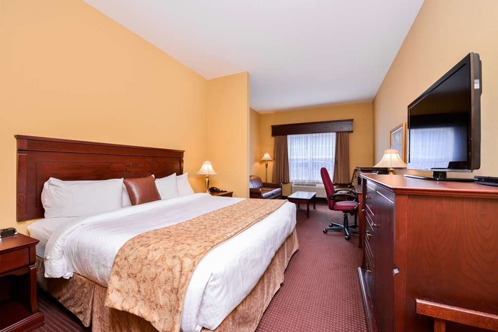 Best Western Plus Fredericton Hotel & Suites - We offer king executive rooms featuring a fireplace and sofa bed.