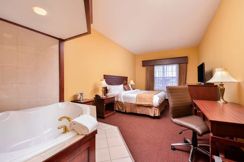 Best Western Plus Fredericton Hotel & Suites - Book our whirlpool suite and relax the night away in our in-room whirlpool spa.
