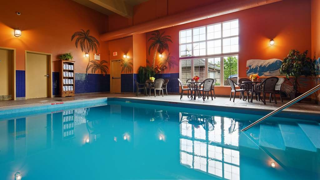 Best Western Plus Fredericton Hotel & Suites - Piscina
