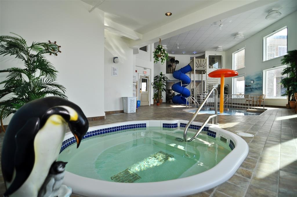 Best Western Plus Edmundston Hotel - Don't let the weather stop you from jumping in, our indoor pool is heated year-round for you and your friends.