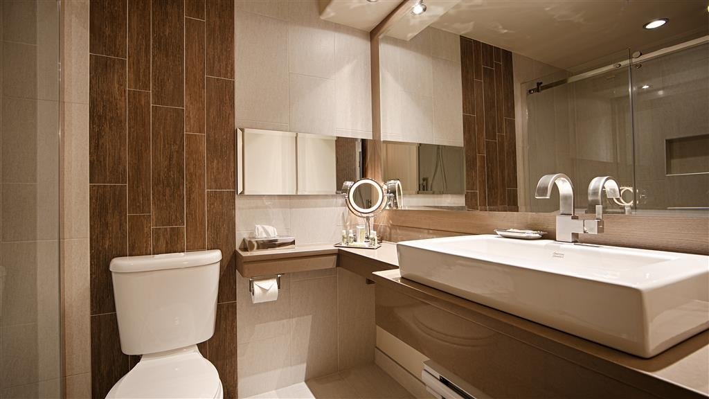 Best Western Plus Edmundston Hotel - Get ready for a day filled with adventure in our guest bathrooms!